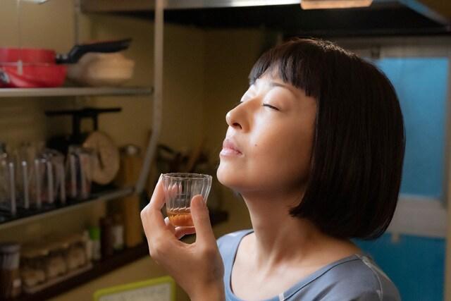 甘いお酒でうがい 場面写真5