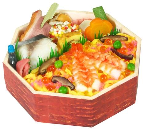 ちりばめられたイクラ、グリンピース、錦糸玉子が色彩も鮮やか。その上にたっぷりとしたエビがライドオン!これはまさに味の宝石箱や~。