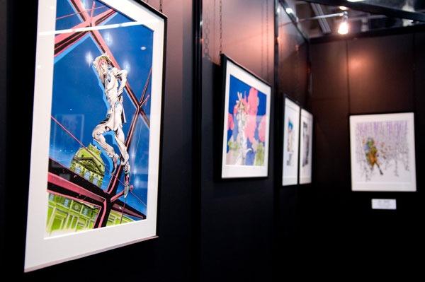 2009年10月に行われた「ウルジャンまつり in アキバ2009」原画展会場。荒木飛呂彦の特設コーナーにて、ルーヴル美術館で展示されていた原画のうち複製4枚が展示された。