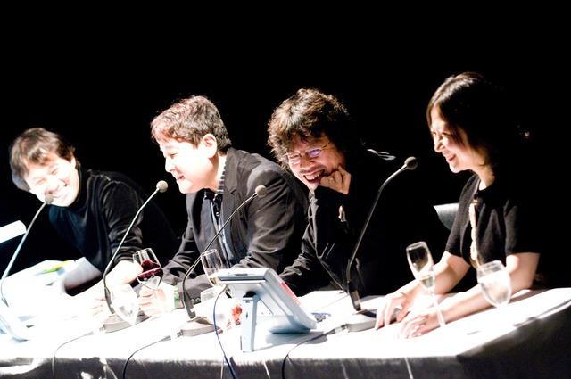 第1部の出演メンバー。左から八巻氏、長崎、浦沢、西原。