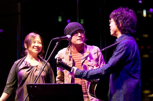 浦沢のギターに江口がボーカルで加わり、吉田拓郎「春だったね」などのカバーも披露した。