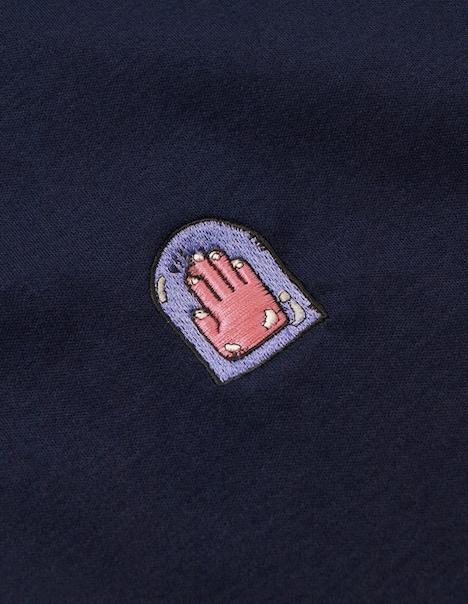 左胸にあしらわれたマンガ家の勲章、ペンダコのマーク。(C)LUCKY LAND COMMUNICATIONS / SHUEISHA