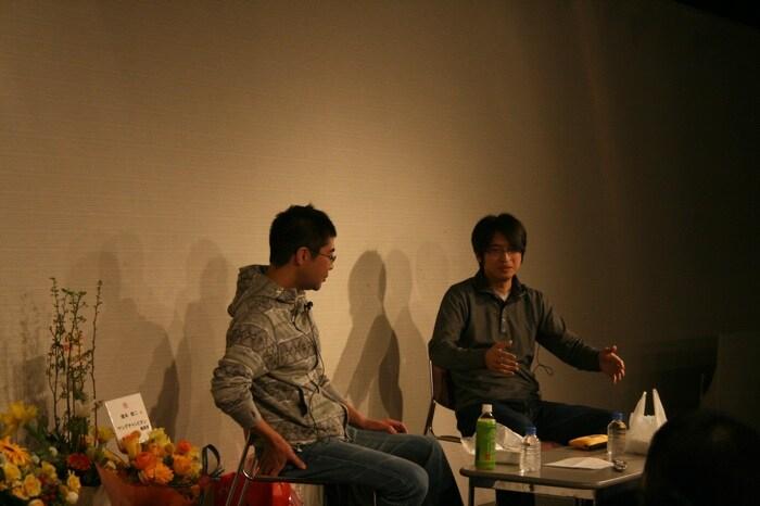 育児ネタを描くにあたっては「ベビーカーが特に描きづらくて困る」と語る吉田と榎本。