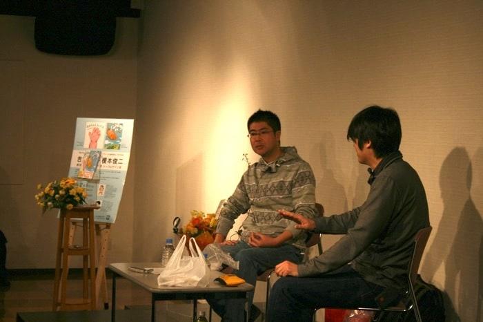 顔を合わせるのは数年ぶりというふたりだが、終始息の合ったトークで楽しませてくれた。左から吉田戦車、榎本俊二。