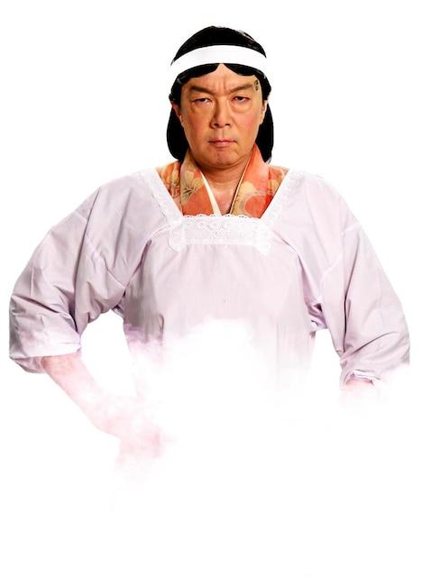 食堂のおばちゃんに扮する古田新太。(C)NHK・尼子騒兵衛・総合ビジョン (C)2011実写版「忍たま乱太郎」製作委員会