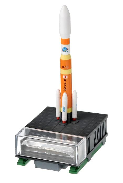 「宇宙兄弟」14巻限定版特典のH-ⅡBロケットフィギュア。(c)小山宙哉/講談社