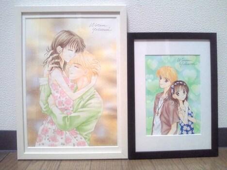チャリティーオークションに出品されている吉住渉の原画。左が「ママレード・ボーイ」第36話の扉イラスト、右がノベライズ版1巻表紙イラストの原画。