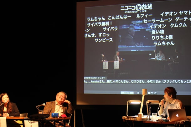 ニコニコ生放送の画面上には、視聴者がリクエストするお題が続々と書き込まれていく。