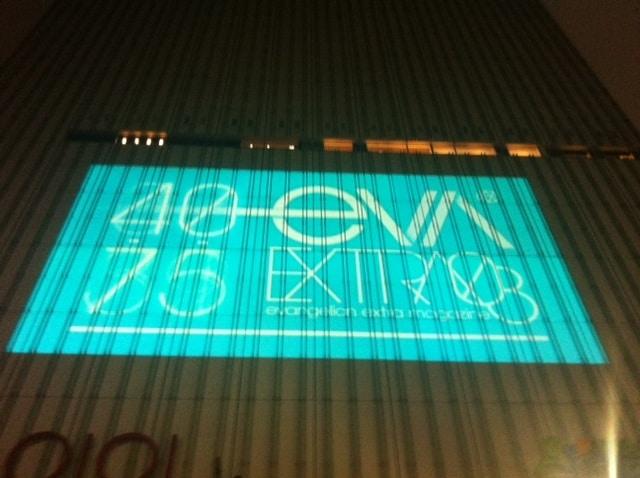 「ヱヴァンゲリヲン新劇場版:Q」の公開日は、7月1日に新宿バルト9で上映された「EVA-EXTRA 08」の映像内で発表。雨の中、約5000人を集客した。(C)カラー