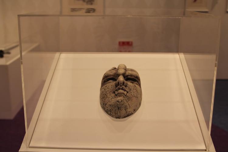 第1部の部屋に設置された石仮面。