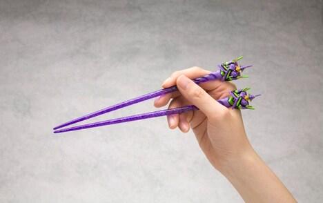 エヴァンゲリオン部分は取り外し可能なので、箸の部分のみ洗える。(c)カラー
