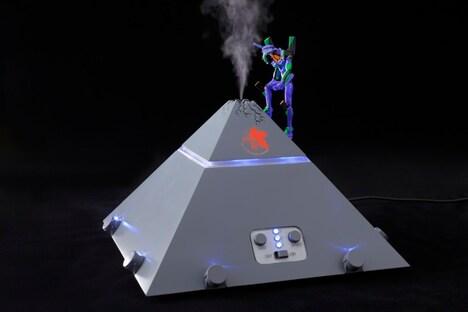 あなたは乾かないわ、「ヱヴァンゲリヲンネルフ本部加湿器」が快適な湿度を守るもの。(c)カラー