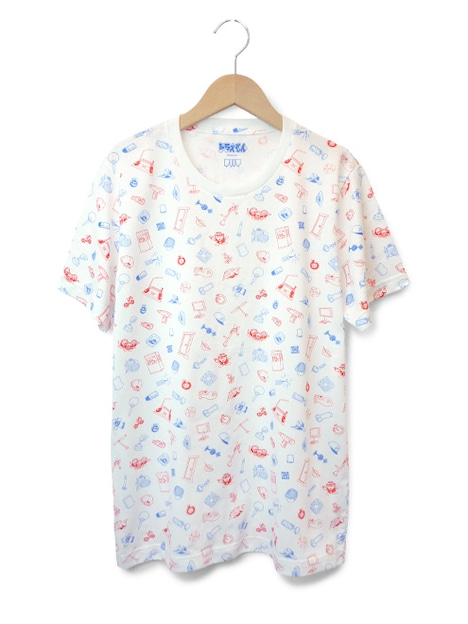 Tシャツ「ひみつ道具」。おもちゃ箱の中身を散りばめたようなイメージでひみつ道具がパターン化されている。(C)Fujiko-Pro