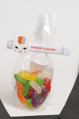 LaLa11月号に付属している「白黒ニャンコお菓子クリップ」の使用例。