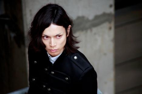 水嶋ヒロ演じるセバスチャン。 (c)2014 枢やな / スクウェアエニックス (c)2014 映画「黒執事」製作委員会