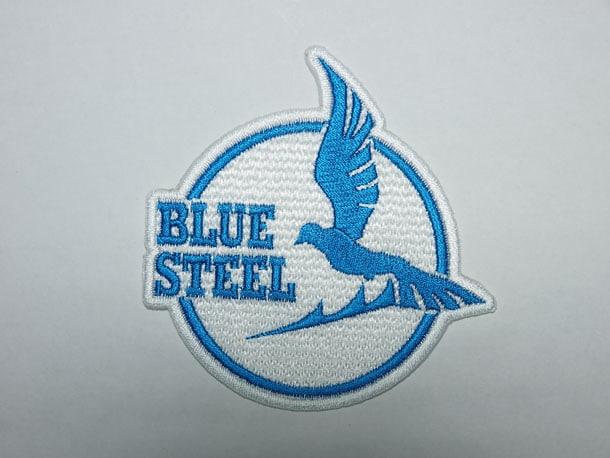 Ark Performance「蒼き鋼のアルペジオ」の「BLUE STEELワッペン」。ステッカー2枚、ワッペン1枚のセットで2000円。