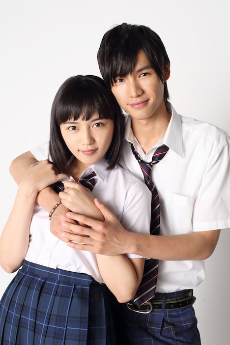 映画「好きっていいなよ。」にて橘めいを演じる川口春奈(左)と、黒沢大和を演じる福士蒼汰(右)。