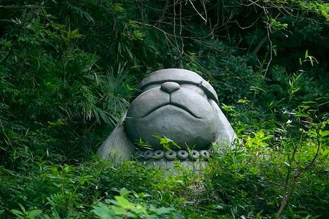 """""""はらっぱ""""に常設されている、「のび太の大魔境」に登場するバウワンコ像。"""