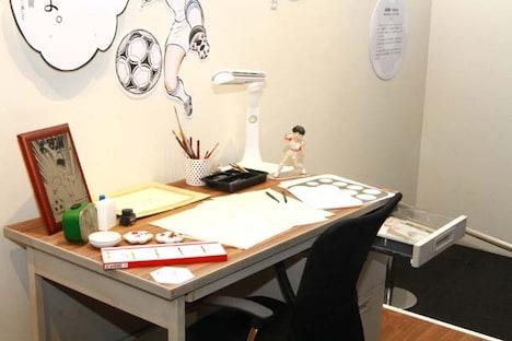 高橋陽一の仕事机も再現されている。