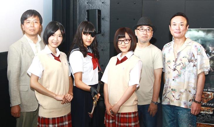 (左から)鶴田法男監督、木嶋のりこ、川本まゆ、田中美晴、相原コージ、中村隆天