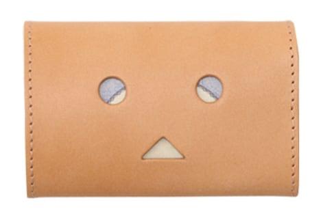 「小さい財布 abrAsus ダンボーVer.」にお札を入れた様子。(c)KIYOHIKO AZUMA / YOTUBA SUTAZIO