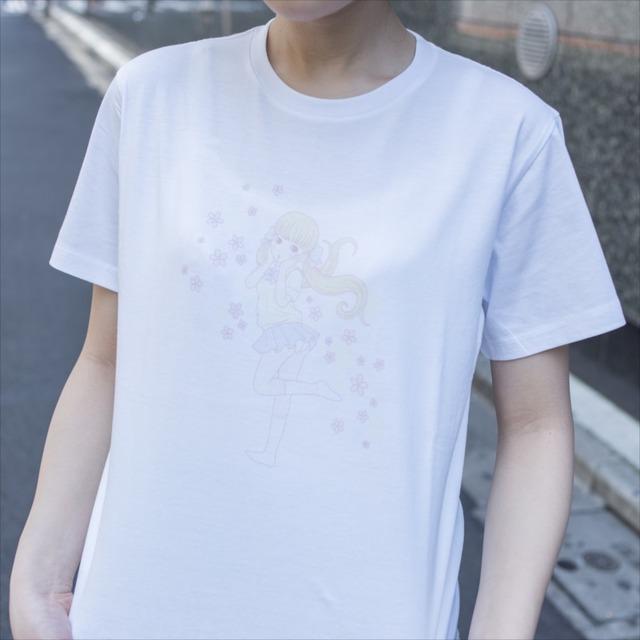 徳田有希がイラストを手がけたパンチラTシャツ。