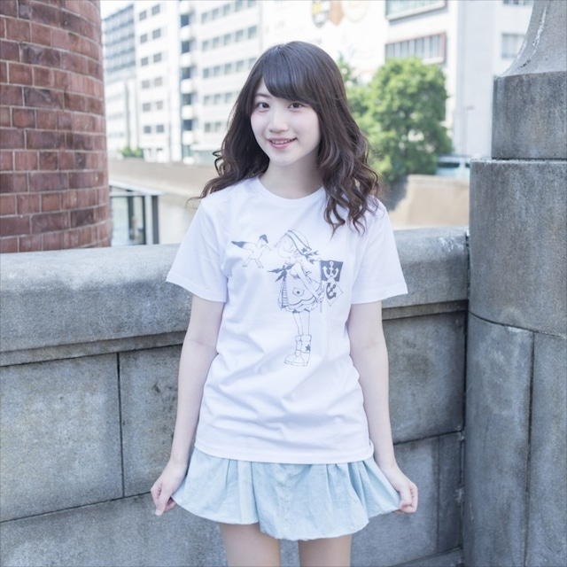 三浦靖冬がイラストを手がけたパンチラTシャツ。