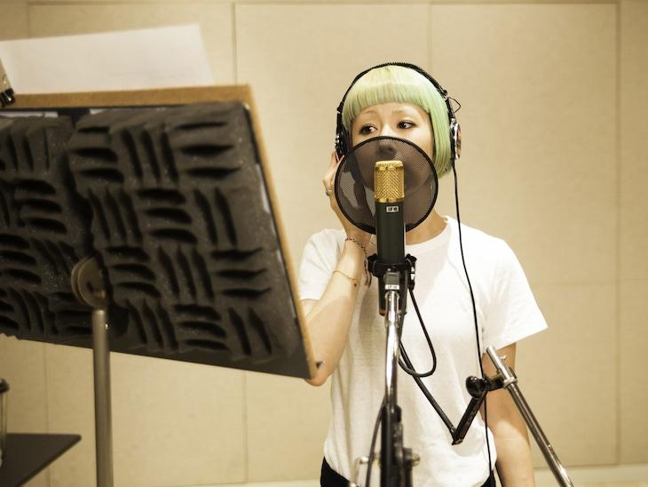 ドラマ「37.5℃の涙」の挿入歌を担当する木村カエラ。
