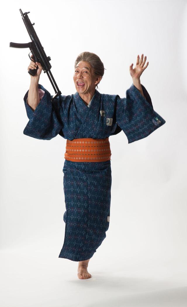 笹野高史扮するばばあのビジュアル。(c)漫☆画太郎/集英社・「珍遊記」製作委員会