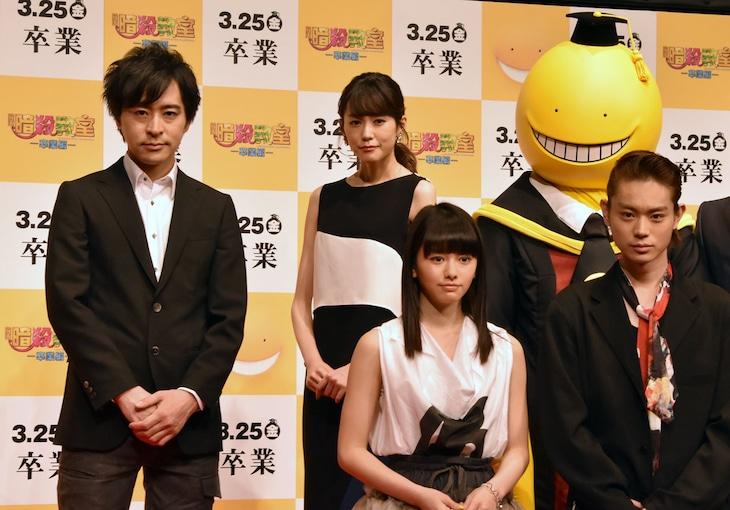 (左上から時計回りに)松井優征、桐谷美玲、殺せんせーの着ぐるみ、菅田将暉、山本舞香。