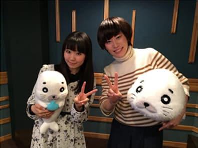 ゴマちゃん役の東山奈央(左)と、アシベ役の河村梨恵。