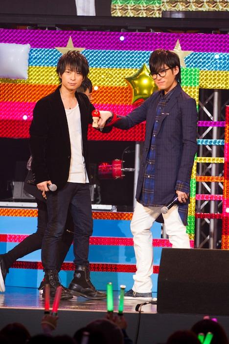 手を縛られた2人1組が、さまざまなゲームにチャレンジする「一心同体!縛ってTRY」でけん玉に挑戦した柿原徹也と増田俊樹。