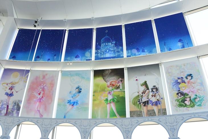 「美少女戦士セーラームーン展」のエントランスは、ムーンキャッスルをイメージ。