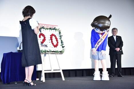 山崎和佳奈に、蘭の声で「大好きだよ」と言われ照れるコナン。