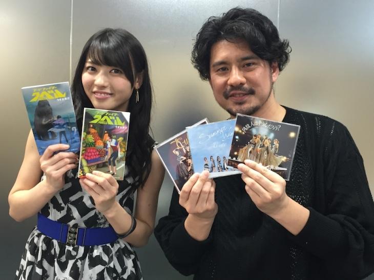 矢島舞美(左)とうすた京介。(c)SHUEISHA Inc. All rights reserved.