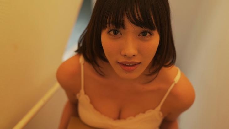 今野杏南演じる高校教師・陽菜。