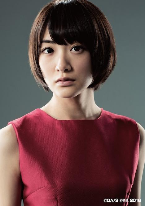 生駒里奈扮するサキ。