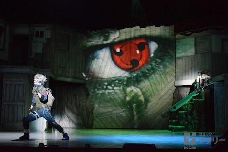 「ライブ・スペクタクル『NARUTO-ナルト-』」ゲネプロの様子。はたけカカシと桃地再不斬の戦いのシーン。