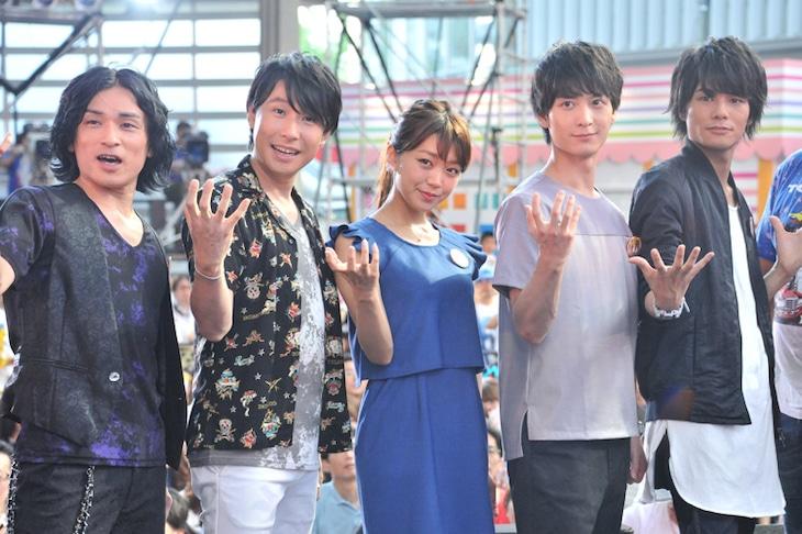 「タイガーマスクW」スペシャルイベントの様子。(左から)森田成一、鈴村健一、三森すずこ、梅原裕一郎、八代拓。