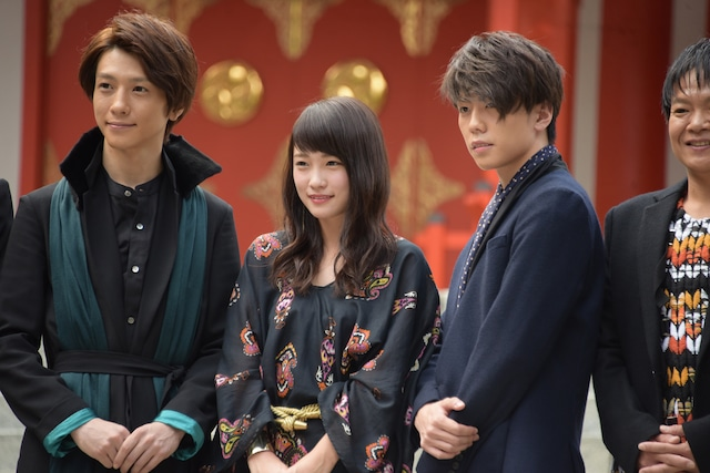 左から鈴木拡樹、川栄李奈、早乙女友貴。
