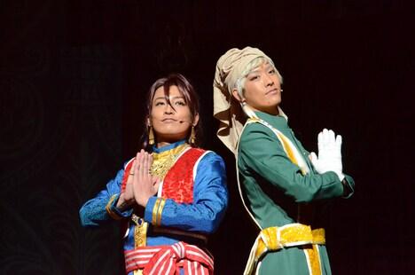 「ミュージカル『黒執事』~NOAH'S ARK CIRCUS~」より、ソーマ(陳内将)とアグニ(TAKUYA)。