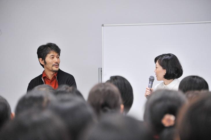トークイベントの様子。左から山口晃、近藤聡乃。