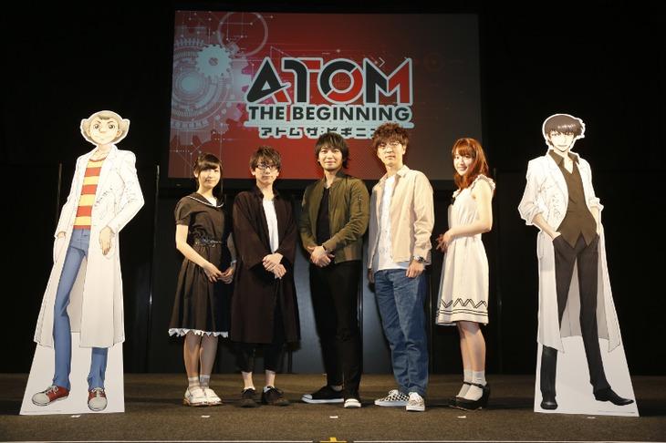 左から佐倉綾音、井上雄貴、中村悠一、櫻井孝宏、小松未可子。