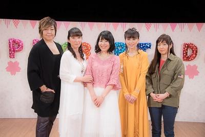 左より緒方恵美、久川綾、丹下桜、岩男潤子、くまいもとこ。
