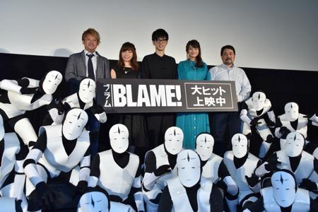 "「BLAME!」初日舞台挨拶の様子。左より副監督の吉平""Tady""直弘、洲崎綾、櫻井孝宏、早見沙織、監督の瀬下寛之。"