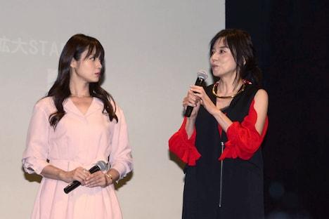 左から深田恭子、山口智子。