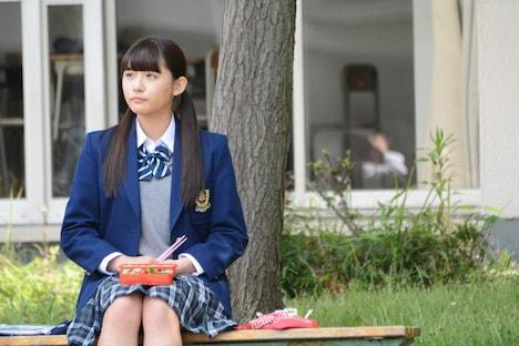 映画「honey」撮影現場より、西垣雅役の浅川梨奈(SUPER☆GiRLS)。