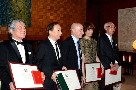 在日イタリア大使館で行われた叙勲式の様子。
