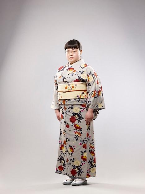 富山えり子扮する千絵子。