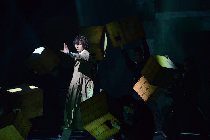 多和田秀弥演じる太宰治。能力名は「人間失格」。